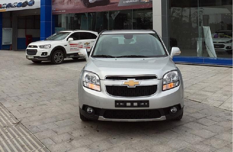 GM Việt Nam âm thầm ra Chevrolet Orlando MT, giá bán 639 triệu đồng. Hãng xe Mỹ đã chính thức cho ra mắt phiên bản mới của mẫu MPV - Orlando với hộp số sàn 5 cấp (MT), bên cạnh phiên bản sử dụng hộp số tự động 6 cấp (AT) đã có mặt trước đó. Orlando MT có giá bán thấp hơn bản số tự động khoảng 60 triệu đồng. (CHI TIẾT)