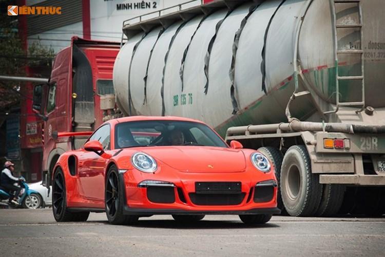 """Cường Đô La """"tậu"""" Porsche 911 GT3 RS 13,8 tỷ đồng? Cường Đô La đăng hình ảnh mình tự sướng bên Porsche 911 GT3 RS màu đỏ làm giấy lên nghi vấn anh chàng này tậu thêm xe mới. (CHI TIẾT)"""