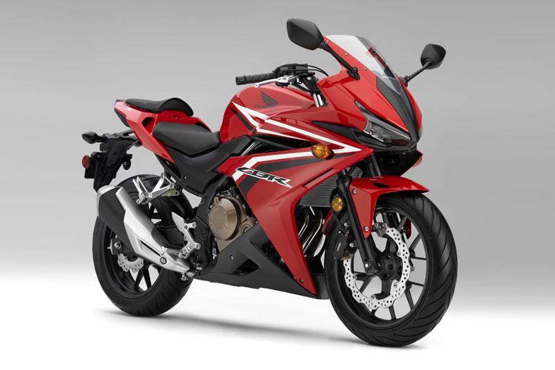 Chi tiết môtô 471cc vừa được Honda ra mắt thị trường Đông Nam Á. Honda vừa giới thiệu xe CBR500R 2017 tại Malaysia với giá khởi điểm 31.681 Ringgit (tương đương 167,03 triệu đồng). Vậy mẫu môtô 471cc này có gì nổi bật? (CHI TIẾT)