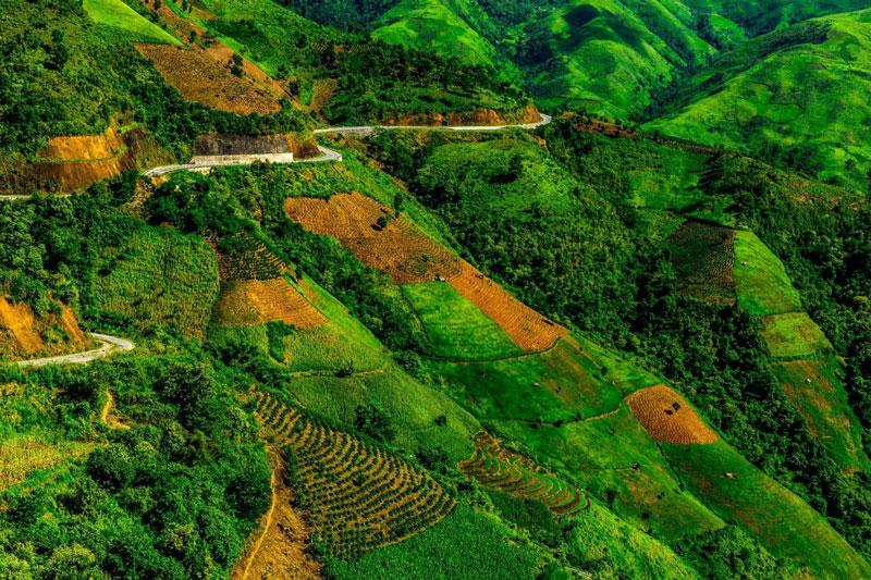 """Du khách thường xếp đèo Pha Đin vào một trong """"tứ đại đèo"""" vùng Tây Bắc, bên cạnh đèo Ô Quy Hồ, đèo Khau Phạ và đèo Mã Pí Lèng. Ảnh: Le Hong Ha."""