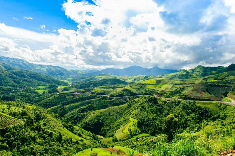 Điểm khởi đầu của đèo cách thành phố Sơn La về phía Tây 66 km còn điểm cuối của đèo cách thành phố Điện Biên Phủ khoảng 84 km. Ảnh: Le Hong Ha.