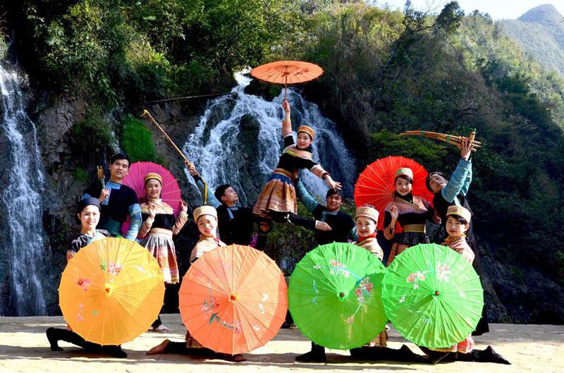 Đội văn nghệ bản Cát Cát. Ảnh: Vietnamtourism.