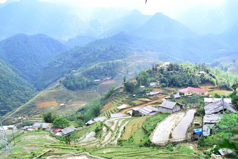 Họ biết trồng trọt, chăn nuôi, và bảo lưu khá tốt nhiều nghề thủ công truyền thống như trồng bông, lanh và dệt vải. Ảnh: Sinhcafe47hanghom.