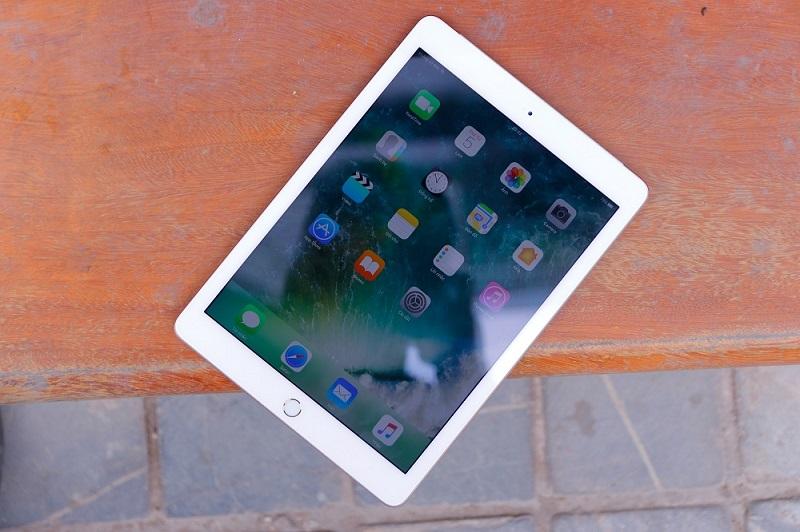 iPad Wi-Fi Cellular (2017) là đối thủ đáng gờm đối với các phiên bản iPad trước đó.