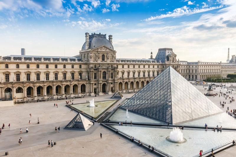 3. Thủ đô Paris. Đây là một trong ba thành phố phát triển kinh tế nhanh nhất thế giới cùng với London và New York. Paris là một trung tâm văn hóa lớn của thế giới và cũng là một trong những thành phố du lịch thu hút nhất.