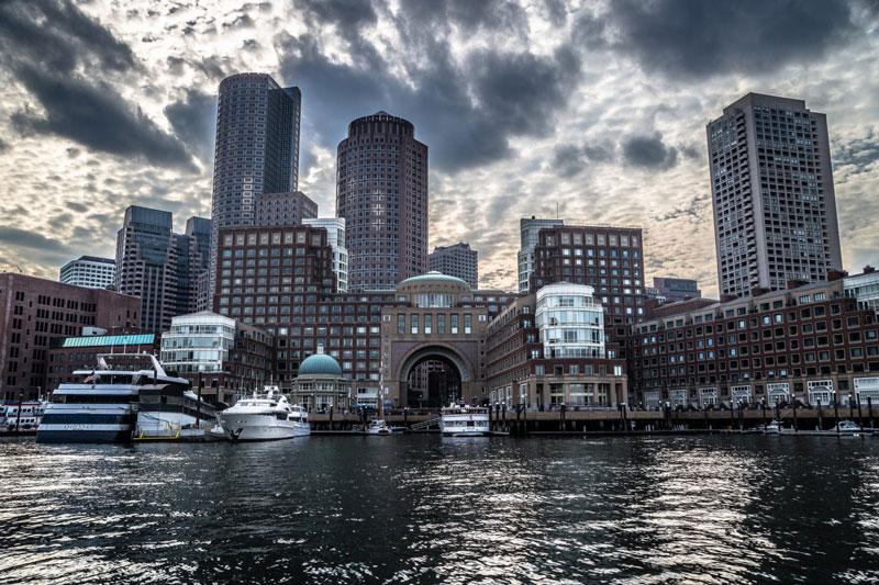 5. Thành phố Boston. Đây là thủ phủ và thành phố lớn nhất của bang Massachusetts, Mỹ. Việc có nhiều học viện và đại học trong khu vực giúp Boston trở thành một trung tâm quốc tế về giáo dục bậc đại học và y tế, thành phố được cho là một nơi lãnh đạo thế giới về sáng kiến.