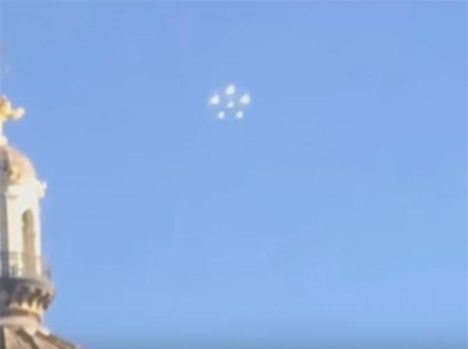 Xon xao vat the la hinh bong hoa nghi UFO o My-Hinh-2