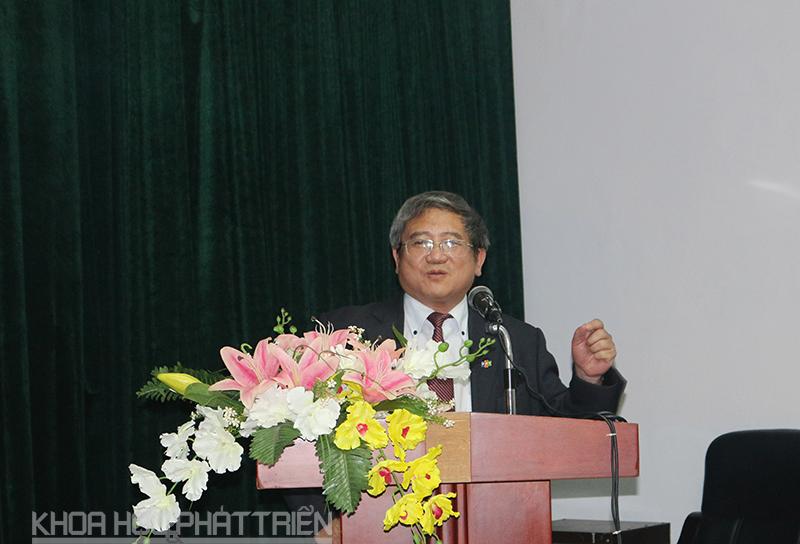 TS Bùi Quang Ngọc phát biểu.