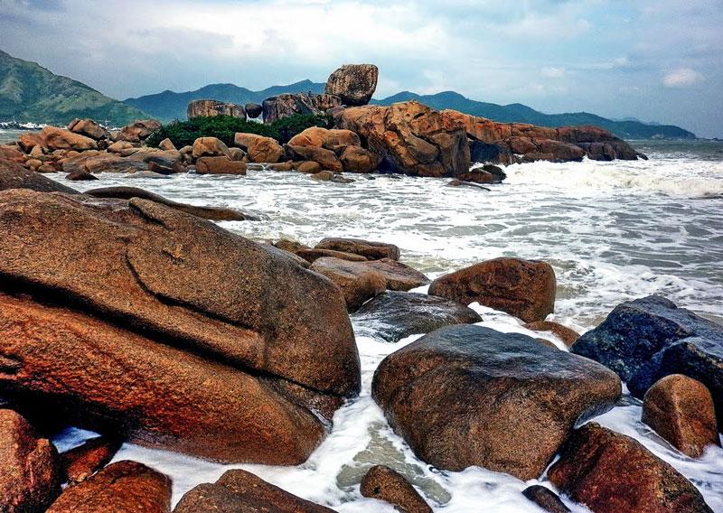 Hòn Chồng là một trong những thắng cảnh tự nhiên nổi bật ở vùng đất xinh đẹp và hiền hòa Nha Trang, Khánh Hòa. Ảnh: Kinh Dinh.