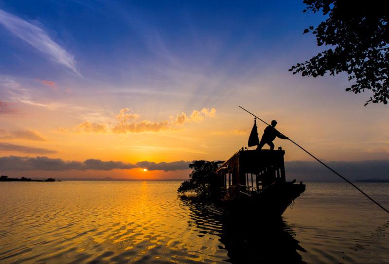 Hoàng hôn trên hồ Trị An. Ảnh: Nguyễn Hải Vinh.