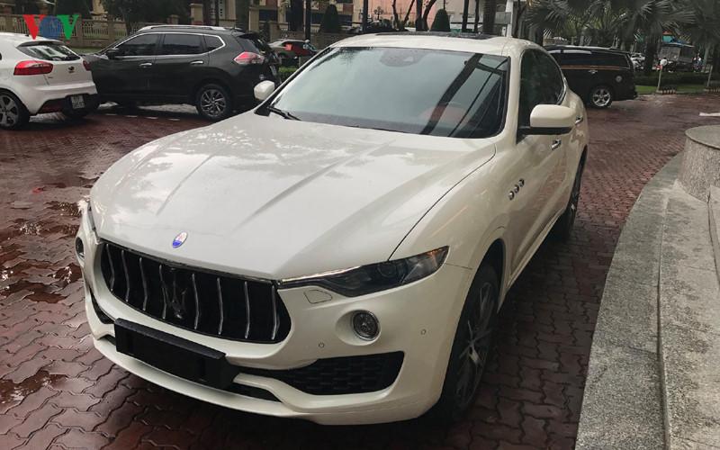 Cận cảnh Maserati Levante S hơn 7 tỷ đồng vừa về Việt Nam. Mới đây, hình ảnh chiếc Maserati Levante S được nhập khẩu chính hãng đã xuất hiện tại Việt Nam. Giá bán chính hãng của phiên bản này là 7 tỷ đồng. (CHI TIẾT)