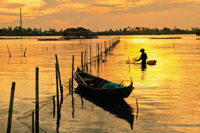 Đầm toạ lạc ngay giữa hai huyện Phú Tân và Trần Văn Thời, thuộc tỉnh Cà Mau. Ảnh: Baocamau.