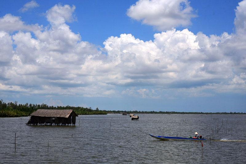 Đầm Thị Tường cách thành phố Cà Mau khoảng 40 km và cách quốc lộ 1A 7 km. Kienthuc.