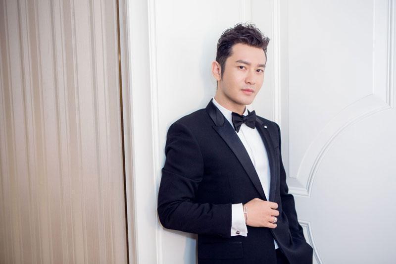 7. Huỳnh Hiểu Minh. Ca sĩ, viễn viên sinh năm 1977 tại Thanh Đảo, Trung Quốc. Anh bắt đầu tạo dựng tên tuổi vào năm 2001 với vai Hán Vũ Đế trong phim truyền hình Hán Vũ thiên tử.