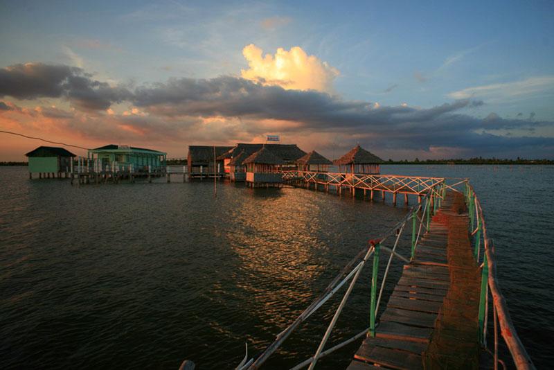 Đầm này thông ra biển tây ở khu vực vịnh Thái Lan thông qua sông Mỹ Bình. Kienthuc.