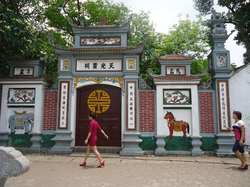 Đền Ghềnh nơi thờ công chúa Ngọc Hân.