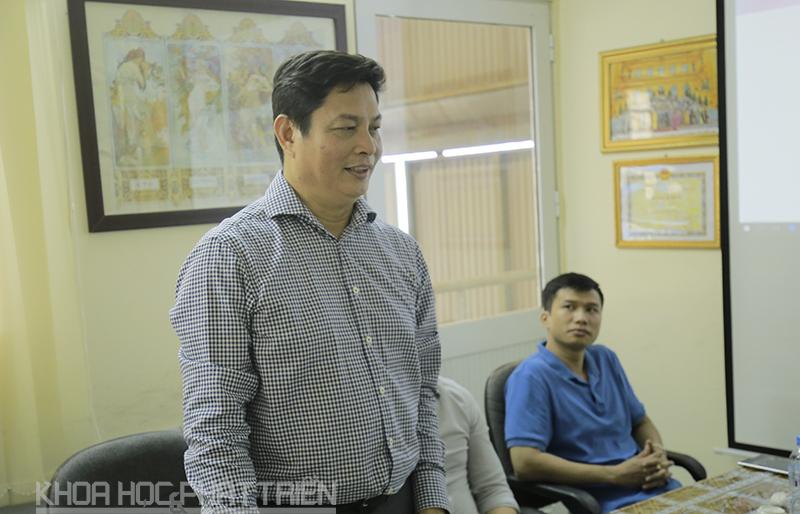 Ông Nguyễn Kim Sơn báo cáo tại buổi làm việc. Ảnh: Loan Lê.