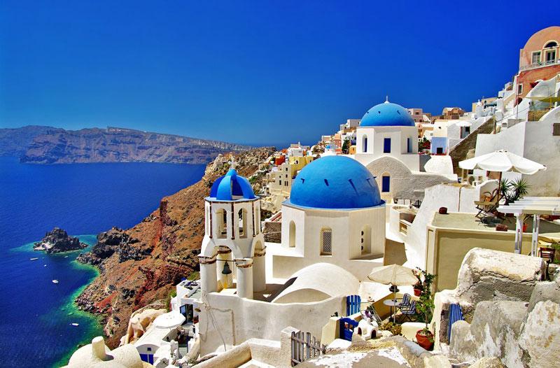 10. Hy Lạp. Đây là quốc gia thuộc khu vực châu Âu, nằm ở phía Nam bán đảo Balkan. Hy Lạp là một trong những nền văn minh rực rỡ nhất thời cổ đại, có ảnh hưởng sâu rộng đến nền văn minh quanh khu vực Địa Trung Hải. Nơi đây nổi tiếng với các địa danh du lịch như đảo Santorini, thành cổ Acropolis, tu viện Meteora…