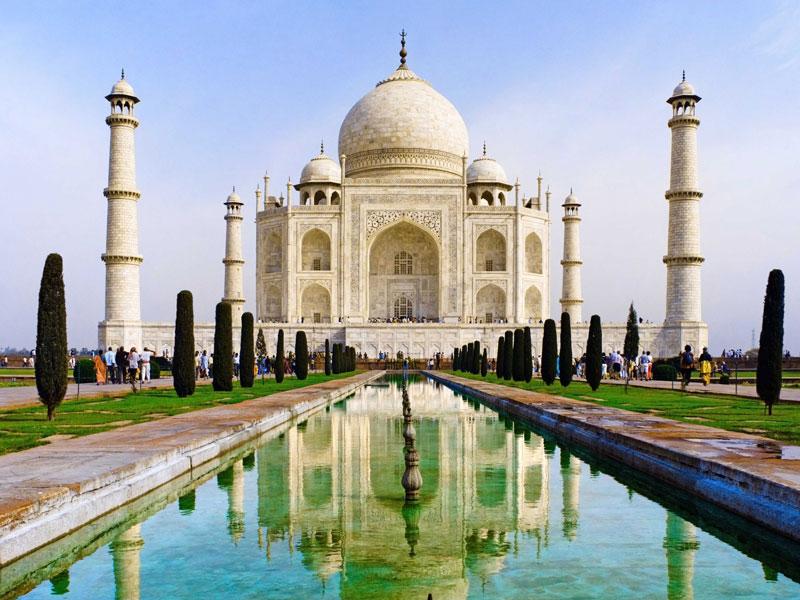 3. Ấn Độ. Đây là quốc gia ở Nam Á có diện tích lớn thứ 7 thế giới. Ấn Độ trở thành một trong số các nền kinh tế lớn có mức tăng trưởng nhanh nhất và được nhận định là nước công nghiệp mới. Đất nước này có nhiều điểm đến đa dạng về sắc tộc, tôn giáo và phong tục muôn màu.