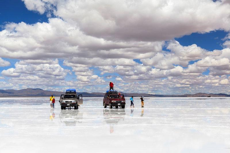 4. Bolivia. Đất nước nằm kín trong lục địa ở trung tâm Nam Mỹ. Được ví như chiếc hộp Pandora kỳ bí trong thần thoại Hy Lạp, Bolivia có thể mở ra cho lữ khách năm châu bao điều lạ lẫm với những danh thắng tuyệt mỹ, nhiều tàn tích hàng ngàn năm tuổi... Nơi đây nổi tiếng với cánh đồng muối Salar de Uyuni, hồ Laguna Colorada, núi lửa Licancabur…