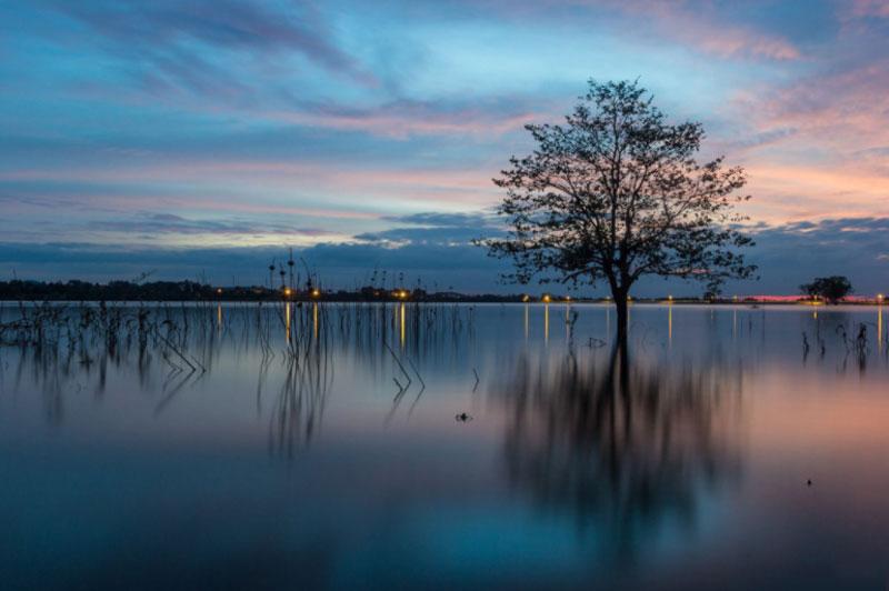 Hồ hoàn thành đã đóng góp rất lớn vào việc nâng cao sản lượng lương thực cho Đắk Lắk lúc bấy giờ. Hồ đã được cải tạo, nâng cao trình và bê tông hóa bờ đập vào năm 2005. Ảnh: Lê Phước Tiền.