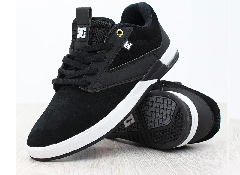 9. DC. Đây là công ty của Mỹ chuyên thiết kế, sản xuất giày dép, các dụng cụ thể thao, túi xách, phụ kiện, quần áo… Công ty được thành lập vào tháng 6/1994 bởi Damon Way và Ken Block. Ban đầu DC có trụ sở tại Carlsbad, California, Mỹ; nhưng hiện tại trụ sở chính được đặt tại Huntington Beach, California.