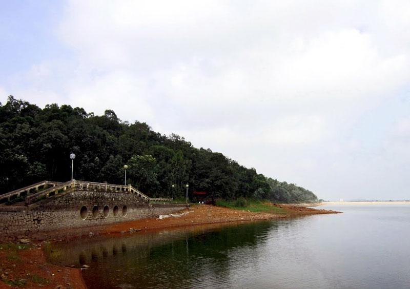 Hồ Đại Lải được khởi công đào từ năm 1959 với mục đích lấy nước tưới tiêu phục vụ nông nghiệp và đến năm 1963 cơ bản hoàn thành. Ảnh: Đào Nguyên Bùi Thụy.