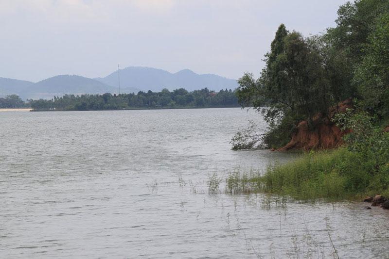 Đến năm 1987, khu vực hồ được đưa vào khai thác du lịch. Ảnh: Đăng Định.