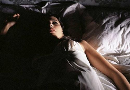 Ánh sáng ban đêm có thể làm tăng nguy cơ béo phì. Ảnh minh họa: newsrt.