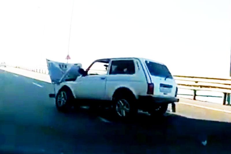 Hình ảnh xe Lada sau khi gặp tai nạn.