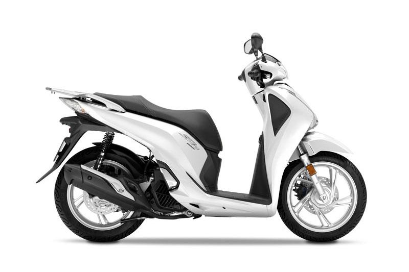 """Xe ga Honda SH 2017 giảm giá trên diện rộng. Không chỉ giảm giá ở thị trường Hà Nội, """"ông hoàng xe ga"""" Honda SH 2017 còn được cho là cũng đang giảm giá tại thị trường thành phố Hồ Chí Minh. (CHI TIẾT)"""