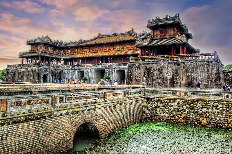 """Kinh Thành và mọi công trình kiến trúc của Hoàng Thành, Tử Cấm Thành đều xoay về hướng Nam, hướng mà trong Kinh Dịch đã ghi """"Thánh nhân nam diện nhi thính thiên hạ"""" (ý nói vua quay mặt về hướng Nam để cai trị thiên hạ). Ảnh: Yourtrip."""