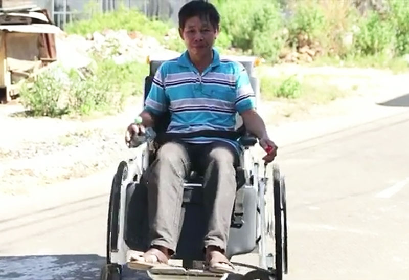 Chiếc xe lăn do ông Thắng chế tạo.