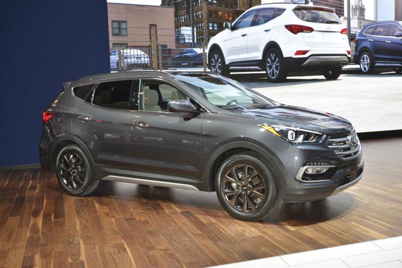 """10 xe SUV V6 tốt nhất năm 2017: """"Gọi tên"""" Hyundai Santa Fe. Trang Global Cars Brands vừa bầu chọn ra 10 xe SUV V6 tốt nhất thế giới năm 2017. Bảng xếp hạng này được đưa ra dựa vào thiết kế, thông số kỹ thuật, các công nghệ tiên tiến, giá bán, mức độ an toàn… (CHI TIẾT)"""