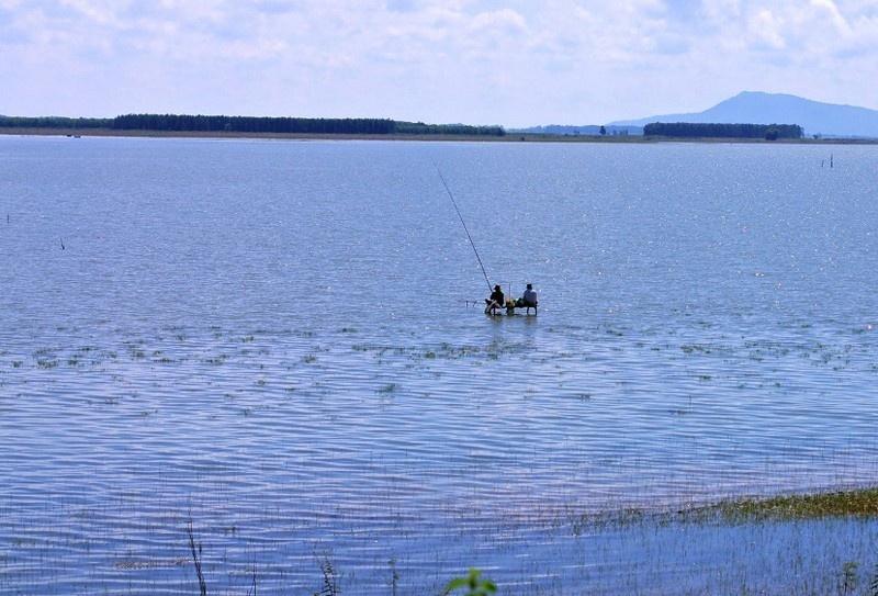 Hồ Dầu Tiếng là một trong những điểm đến mới mẻ, thích hợp cho các chuyến trải nghiệm dịp cuối tuần. Ảnh: Savatage.