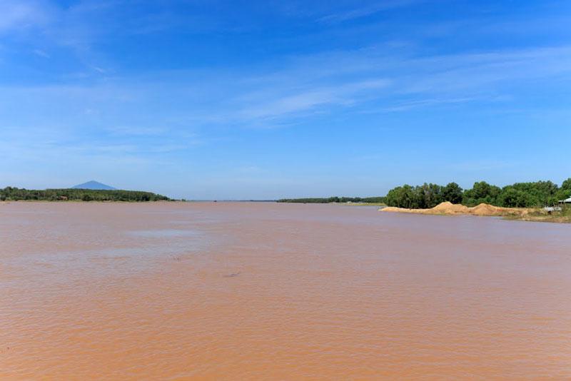 Hồ Dầu Tiếng có diện tích mặt nước là 270 km2 và 45,6 km2 đất bán ngập nước, dung tích chứa 1,58 tỷ m3 nước. Ảnh: Nguyen Van Thuan.