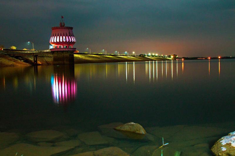 Cách thị xã Tây Ninh 20km hồ Dầu Tiếng là điểm du lịch nằm trong tuyến liên hoàn giữa thị xã Tây Ninh - Toà thánh Tây Ninh - núi Bà Ðen. Ảnh: Minhhien.