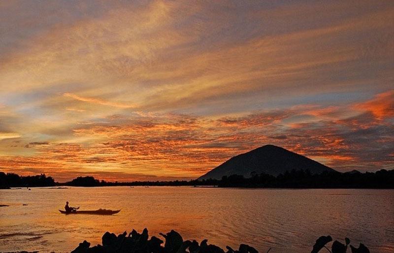 Hồ được khởi công xây dựng vào ngày 29/4/1981 và hoàn thành vào ngày 10/1/1985. Ảnh: Thanhcong67.