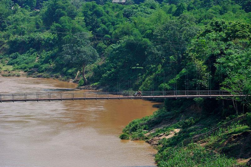 Lưu vực của sông Mã rộng 28.400 km2, phần ở Việt Nam rộng 17.600 km2, cao trung bình 762m, độ dốc trung bình 17,6%, mật độ sông suối toàn lưu vực 0,66 km/km2. Lưu lượng nước trung bình năm 52,6 m3/s. Ảnh: Diem Dang Dung.