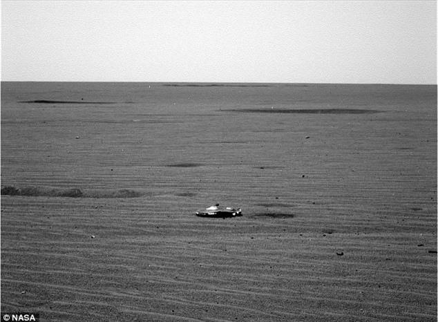 Rò rỉ ảnh vật thể bí ẩn trên sao Hỏa nghi là phi thuyền người ngoài hành tinh - 1