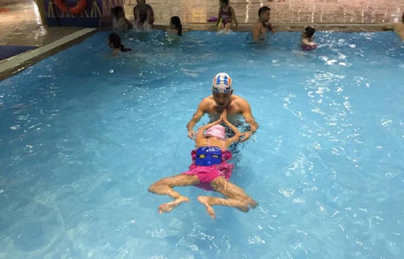Kỹ thuật tay trong bơi ếch.