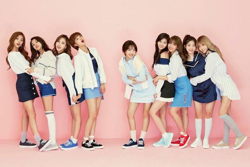 3. TWICE. Nhóm nhạc nữ thần tượng Hàn Quốc được thành lập bởi JYP Entertainment thông qua chương trình truyền hình thực tế Sixteen vào năm 2015. Nhóm có 9 thành viên, bao gồm: Nayeon, Jeongyeon, Momo, Sana, Jihyo, Mina, Dahyun, Chaeyoung và Tzuyu. TWICE ra mắt vào ngày 20/10/2015 cùng với mini album đầu tay The Story Begins.
