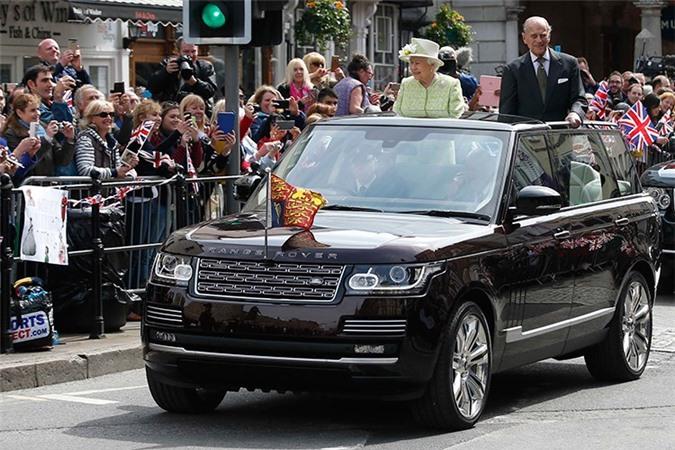 Bộ sưu tập xe hơi trị giá 290 tỷ của nữ hoàng Anh. Dù không hề có bằng lái ôtô nhưng Nữ hoàng Anh Elizabeth đệ nhị lại sở hữu trong tay bộ sưu tập siêu xe