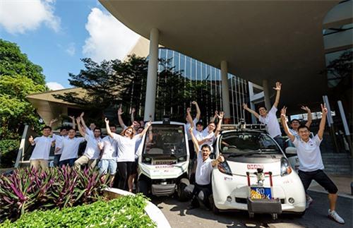 Các nhà nghiên cứu xe tự hành tại trường đại học quốc gia Singapore