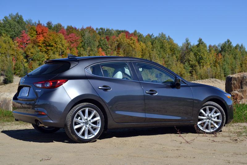 10 xe hatchback cỡ nhỏ đáng mua nhất thế giới: Mazda 3 góp mặt. Trang Auto 123 vừa bầu chọn ra Top 10 xe hatchback cỡ nhỏ đáng mua nhất thế giới năm 2017. Bảng xếp hạng này được đưa ra dựa vào chất lượng trong quá trình sử dụng thực tế, hiệu suất động cơ và sự nổi tiếng của thương hiệu. (CHI TIẾT)