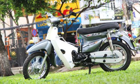 Honda Cub 'cánh én' độ độc nhất Việt Nam. Bản độ Cub nhỏ gọn nhưng biến tấu kiểu dáng và ẩn chứa trong mình sức mạnh của động cơ 100 phân khối. (CHI TIẾT)