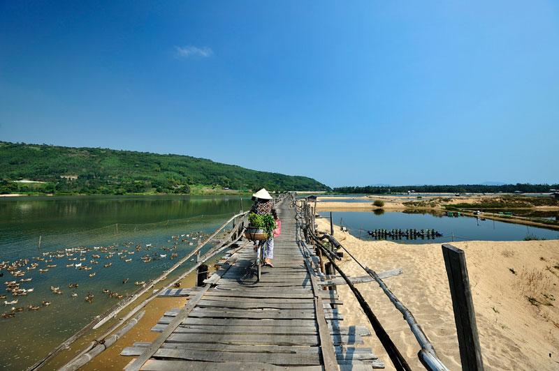 Cầu Ông Cọp, Phú Yên Ảnh: Diem Dang Dung.