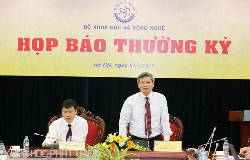 Thứ trưởng Phạm Công Tạc điều hành cuộc họp báo thường kỳ Quý II