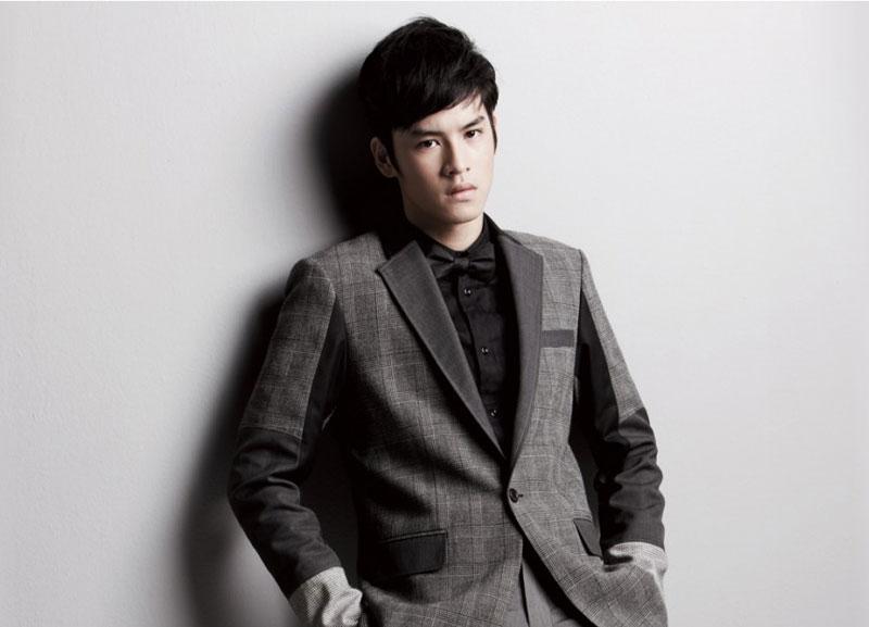 6. Jirayu La-ongmanee (Kao). Nam diễn viên, ca sĩ, người mẫu nổi tiếng người Thái Lan. Chàng trai sinh năm 1995 này đã đóng vai chính trong một số vở kịch, phim truyền hình Thái Lan, cũng như quảng cáo và làm mẫu.