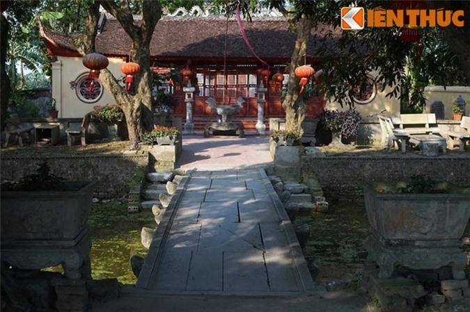 Nằm trong khu vực thành cổ Luy Lâu (xã Thanh Khương, huyện Thuận Thành, tỉnh Bắc Ninh), cầu đá của đền Lũng Khê là một trong những cây cầu đá cổ đẹp nhất xứ Kinh Bắc còn được lưu giữ đến nay.